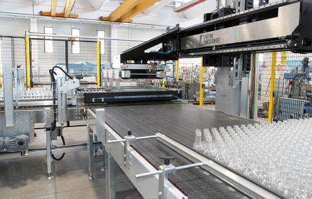 vetro-cavo-stacker-con-bottiglie